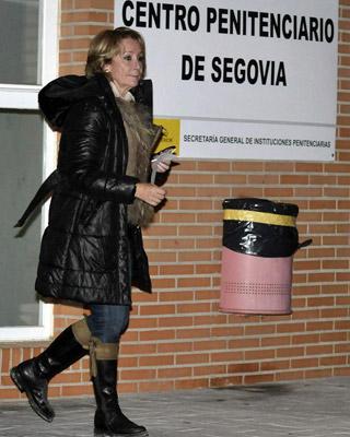 Esperanza Aguirre sale de la cárcel de Segovia
