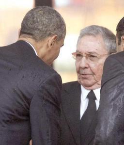 Obama y Raúl se saludan